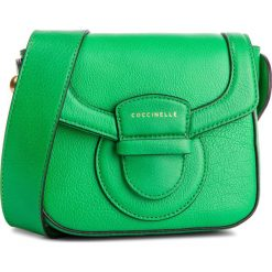 Torebka COCCINELLE - DS0 Vega E1 DS0 55 01 01 Alien Green G05. Zielone listonoszki damskie Coccinelle, ze skóry. Za 1149,90 zł.