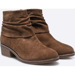 Tamaris - Botki. Brązowe buty zimowe damskie Tamaris, z materiału. W wyprzedaży za 199,90 zł.