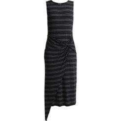 Vince Camuto Petite TWIST WRAP FRONT MELANGE STRIPE Długa sukienka rich black. Czarne długie sukienki marki Vince Camuto Petite, xs, z bawełny, petite, z długim rękawem. Za 439,00 zł.