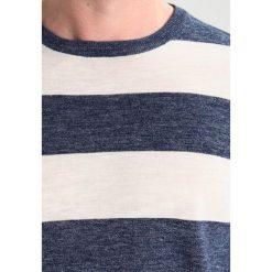 Swetry klasyczne męskie: J.CREW WIDE STRIPE Sweter heather indigo