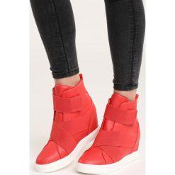 Czerwone Sneakersy Maritta. Czerwone sneakersy damskie marki QUECHUA, z gumy. Za 99,99 zł.