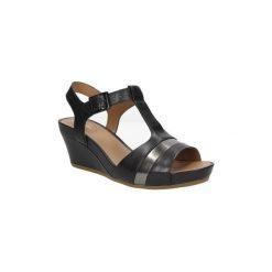 Sandały Clarks  SANDAŁY  RUSTY REBEL 26115780. Czarne sandały damskie marki Clarks, z materiału. Za 219,99 zł.
