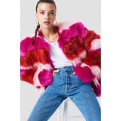 NA-KD Kurtka z kolorowym sztucznym futrem - Pink,Multicolor. Różowe kurtki damskie NA-KD, w kolorowe wzory. Za 445,95 zł.