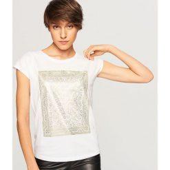 T-shirt z błyszczącym nadrukiem - Biały. Białe t-shirty damskie marki Reserved, l, z dzianiny. Za 29,99 zł.