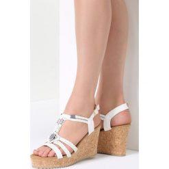 Białe Sandały Forbearance. Białe sandały damskie marki vices, na koturnie. Za 99,99 zł.