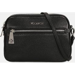 Czarna torebka przez ramię. Czarne torebki klasyczne damskie Kazar, w paski, ze skóry. Za 569,00 zł.