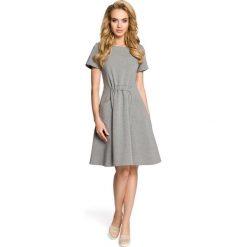 NADIA Sukienka z kieszeniami i gumką w talii - szara. Szare sukienki Moe, do pracy, s, z bawełny, biznesowe. Za 139,99 zł.
