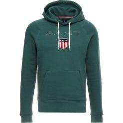 GANT SHIELD HOODIE Bluza z kapturem june bug green. Zielone bluzy męskie rozpinane GANT, m, z bawełny, z kapturem. Za 419,00 zł.