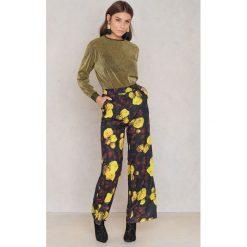 Spodnie z wysokim stanem: NA-KD Trend Rozszerzane spodnie z wysokim stanem – Multicolor
