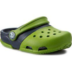 Klapki CROCS - Electro II Clog 15608 Parrot Green/Navy. Zielone klapki chłopięce marki Crocs, z tworzywa sztucznego. Za 139,00 zł.