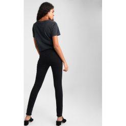 Topshop SUPER RIP JAMIE NEW Jeans Skinny Fit black. Czarne jeansy damskie marki Topshop, z bawełny. Za 269,00 zł.