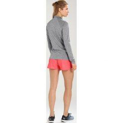 Under Armour NEW TECH ZIP TWIST Koszulka sportowa graphite. Szare topy sportowe damskie marki Under Armour, l, z materiału, z długim rękawem. W wyprzedaży za 160,65 zł.
