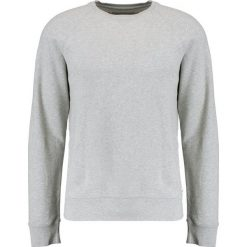 Bejsbolówki męskie: DOCKERS ICONIC CREWNECK Bluza river rock heather