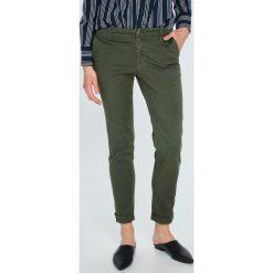 Tommy Jeans - Spodnie. Szare jeansy damskie marki Tommy Jeans. W wyprzedaży za 299,90 zł.
