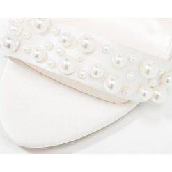 Paradox London Pink JULIANA Sandały ivory. Białe sandały trekkingowe damskie marki Paradox London Pink, z materiału. W wyprzedaży za 351,20 zł.