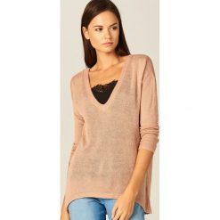 Swetry klasyczne damskie: Sweter z koronkowym topem - Różowy