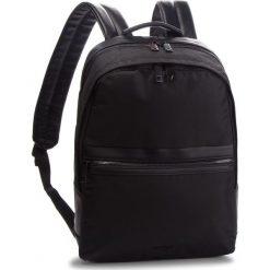 Plecak GUESS - HM6575 POL84  BLA. Czarne plecaki damskie Guess, z materiału. Za 539,00 zł.