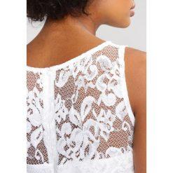 Swing Sukienka koktajlowa white. Białe sukienki koktajlowe marki Swing, z materiału. W wyprzedaży za 440,30 zł.