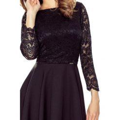 Patrizia– sukienka koronkową górą czarny. Czarne sukienki balowe Bergamo, na imprezę, w koronkowe wzory, z koronki, z dekoltem w łódkę. Za 214,99 zł.