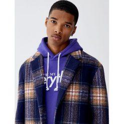 Fioletowa bluza z kapturem i napisem. Fioletowe bluzy męskie rozpinane marki Reserved, l, z bawełny. Za 99,90 zł.