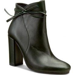 Botki KAZAR - Evelyn 26589-01-09 Zielony. Zielone buty zimowe damskie marki Kazar, ze skóry, eleganckie, na wysokim obcasie. W wyprzedaży za 419,00 zł.