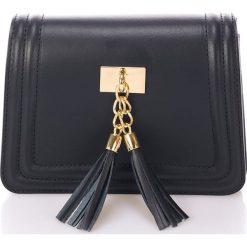 Skórzana kopertówka w kolorze czarnym - 20 x 16 x 8 cm. Czarne puzderka Stylowe torebki, w paski, ze skóry, na ramię. W wyprzedaży za 216,95 zł.