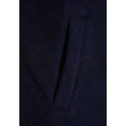 Bench FUNNEL  Kurtka z polaru maritime blue. Szare kurtki chłopięce marki Bench, z bawełny, z kapturem. W wyprzedaży za 188,10 zł.