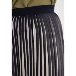 Spódniczki plisowane damskie: YAS YASAMELIA  Spódnica plisowana night sky