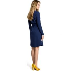 LUISA Sukienka koszulowa z paskiem - granatowa. Niebieskie sukienki z falbanami Moe, z koszulowym kołnierzykiem, koszulowe. Za 159,90 zł.