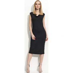 Czarna Sukienka Midi z Lejącym Dekoltem. Białe sukienki balowe marki Molly.pl, na imprezę, na lato, s, w jednolite wzory, z bawełny, z dekoltem na plecach, mini, dopasowane. Za 78,90 zł.