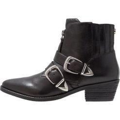 Steve Madden LEIA Ankle boot black. Czerwone botki damskie skórzane marki Steve Madden. Za 669,00 zł.