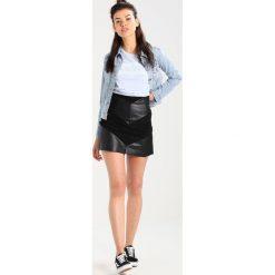 Levi's® ORIGINAL TRUCKER Kurtka jeansowa all yours. Niebieskie bomberki damskie Levi's®, l, z bawełny. Za 399,00 zł.