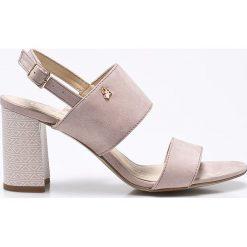 CheBello - Sandały. Czerwone sandały damskie na słupku marki Casu, w ażurowe wzory. W wyprzedaży za 199,90 zł.