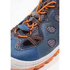 Jack Wolfskin TITICACA Sandały trekkingowe ocean wave. Niebieskie sandały chłopięce marki Jack Wolfskin, z materiału. W wyprzedaży za 242,10 zł.