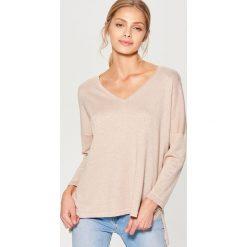 Swetry oversize damskie: Brokatowy sweter oversize – Beżowy