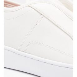 GStar SCUBA SLIP ON Półbuty wsuwane white. Białe półbuty damskie skórzane marki G-Star, z nadrukiem. W wyprzedaży za 377,40 zł.