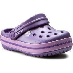 Klapki CROCS - Crocband Kids 10998 Blue Violet/Iris. Fioletowe klapki chłopięce marki Crocs, z tworzywa sztucznego. W wyprzedaży za 129,00 zł.