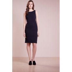 Emporio Armani Sukienka etui navy. Niebieskie sukienki marki Emporio Armani, z elastanu. W wyprzedaży za 609,50 zł.