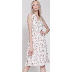 Sukienki: Biała Sukienka Bright Accents