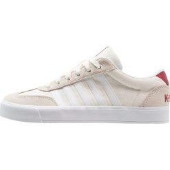 KSWISS ADDISON Tenisówki i Trampki marshmallow/biking red. Białe tenisówki męskie marki K-SWISS. Za 229,00 zł.