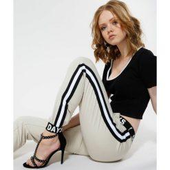 Beżowe Spodnie Make Me Run. Brązowe spodnie dresowe damskie other, uniwersalny, z dresówki. Za 99,99 zł.