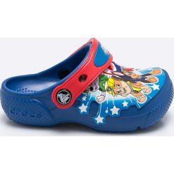 Crocs - Klapki dziecięce Paw Patrol. Niebieskie klapki chłopięce marki Crocs, z materiału. W wyprzedaży za 129,90 zł.