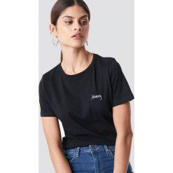 NA-KD T-shirt basic z haftem Honey - Black. Czarne t-shirty damskie NA-KD, z haftami, z bawełny. Za 72,95 zł.