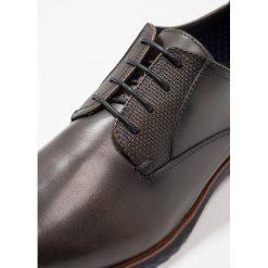 Steve Madden LAWTON Eleganckie buty dark grey. Czerwone buty wizytowe męskie marki Steve Madden, z materiału. Za 459,00 zł.