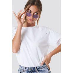 Rut&Circle T-shirt Trash - White. Zielone t-shirty damskie marki Rut&Circle, z dzianiny, z okrągłym kołnierzem. Za 72,95 zł.