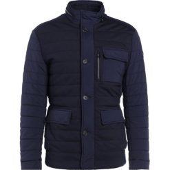 JOOP! TYLER Kurtka przejściowa blau. Niebieskie kurtki męskie przejściowe marki JOOP!, m, z elastanu. W wyprzedaży za 599,60 zł.