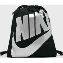Nike Sportswear - Plecak. Różowe plecaki męskie marki Nike Sportswear, l, z nylonu, z okrągłym kołnierzem. W wyprzedaży za 59,90 zł.