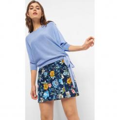 Luźny sweter z wiązaniem. Brązowe swetry klasyczne damskie marki Orsay, s, z dzianiny. Za 49,99 zł.