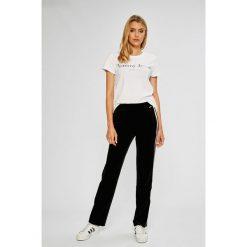 Guess Jeans - Spodnie Rina. Szare jeansy damskie Guess Jeans, z podwyższonym stanem. Za 369,90 zł.