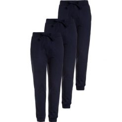 Friboo 3 PACK Spodnie treningowe navy blazer. Czerwone spodnie chłopięce marki Friboo, z materiału. Za 129,00 zł.